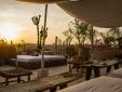 Pôr do sol no terraço panorâmico.